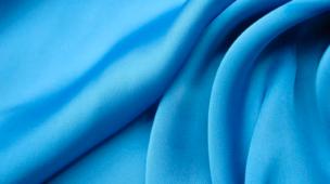 Entenda sobre o poliéster: uma fibra muito interessante (e controversa!) do mundo dos tecidos